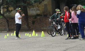 """Gli studenti della """"Paolucci"""" pedalano grazie al progetto Scuole Aperte allo Sport"""