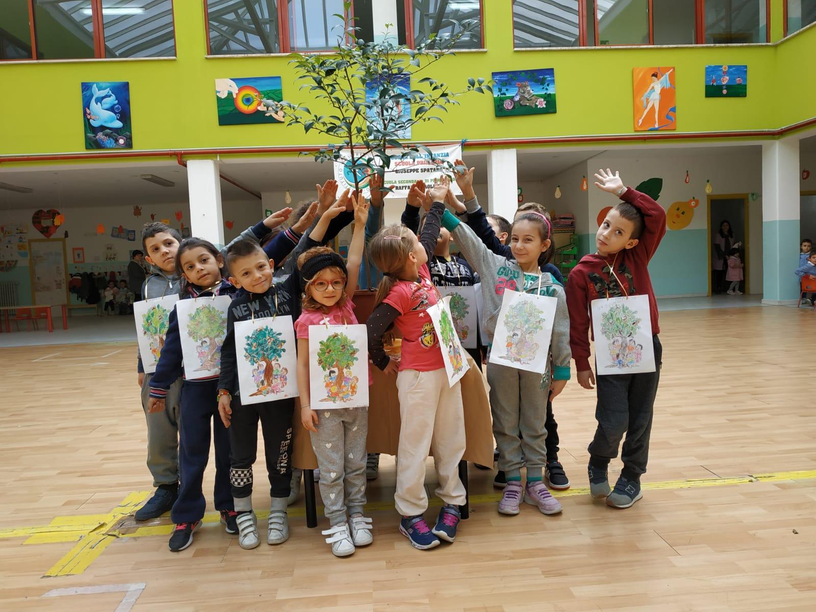 """21 Novembre Festa dell'albero al Comprensivo 1 di Vasto Momento di festa nella Scuola """"G. Spataro"""" in continuità tra l'infanzia e la primaria e l'Albero Azzurro"""