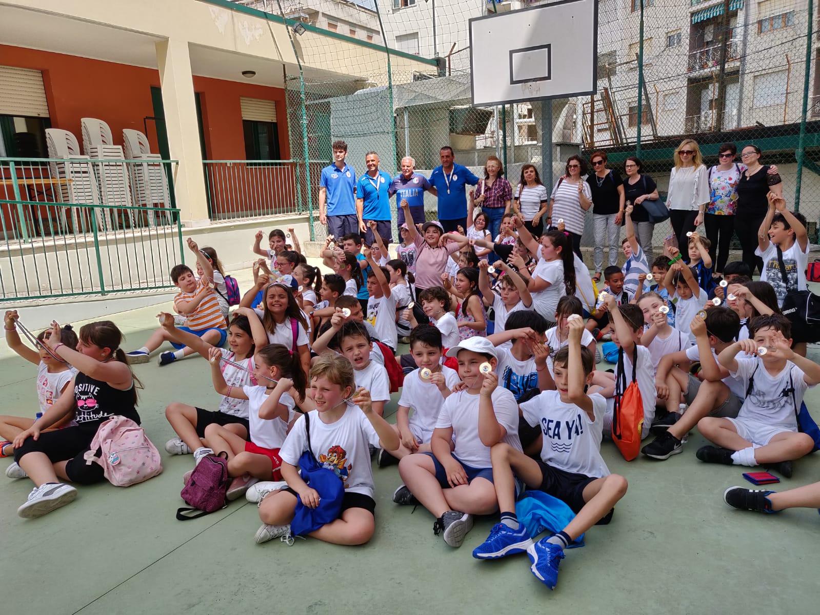 Il torneo di calcio della Scuola Spataro conclude l'attività Bacigalupo Calcio Vasto. 10 ragazze dell'Ic1 di Vasto parteciperanno al Grassroots a Coverciano