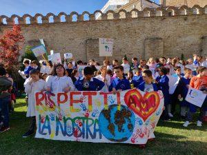 """Flash Mob """"Plastic Free""""  La Scuola Primaria """"G. Spataro"""" partecipa alla """"Settimana della Terra"""""""