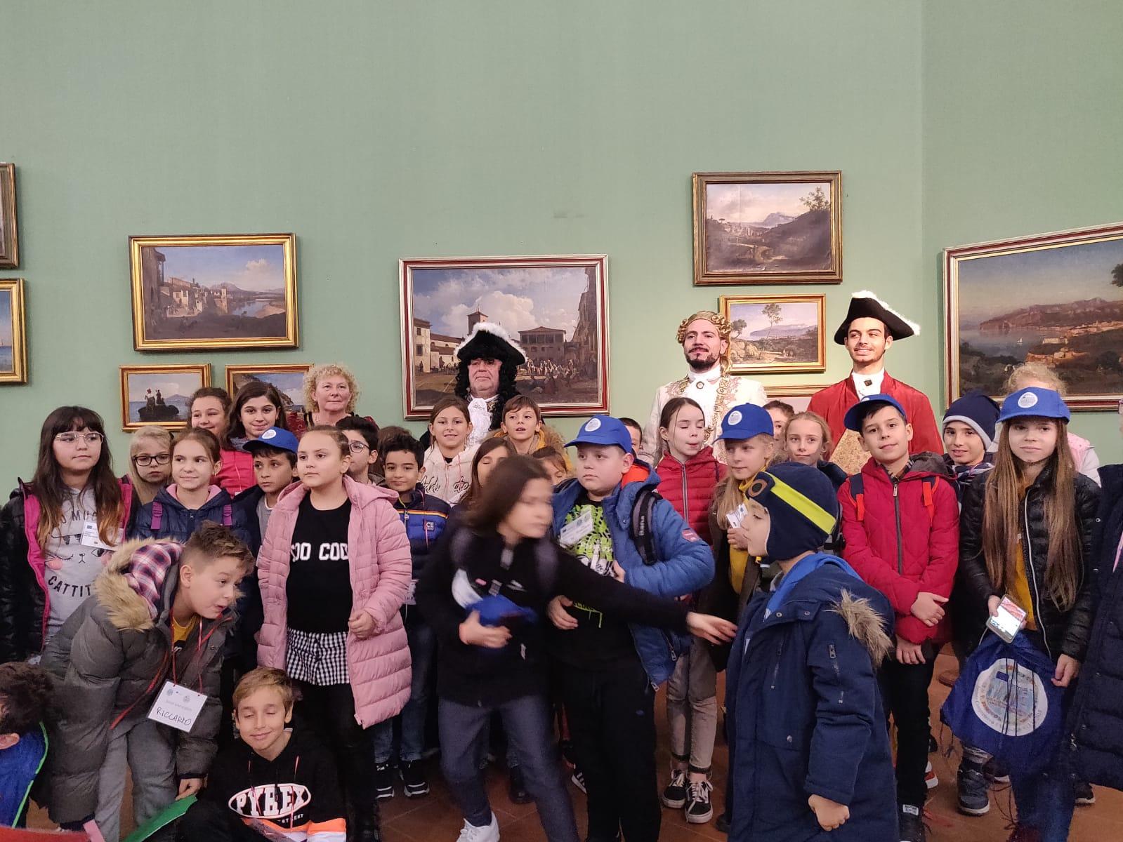 Il Marchese D'Avalos incontra a sorpresa la delegazione Erasmus+ della Scuola primaria Spataro
