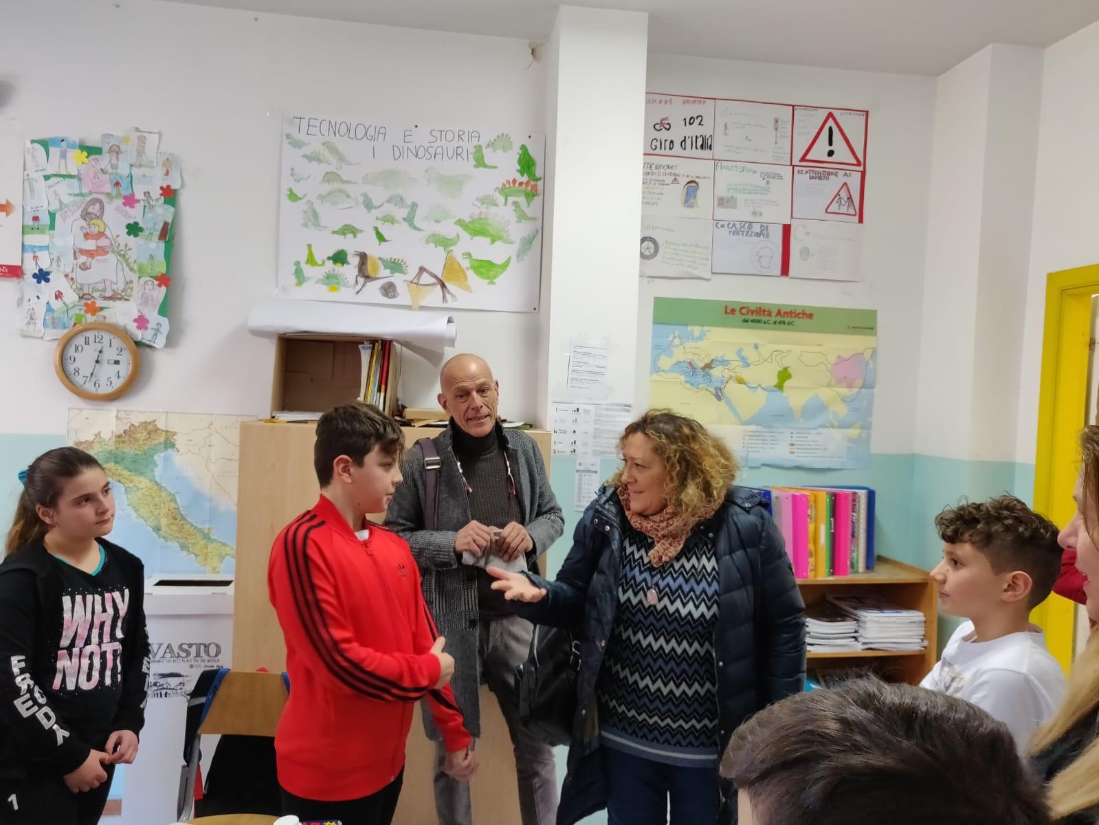 """La Scuola Primaria """"G. Spataro"""" di Vasto è Plastic Free. Arrivano 400 borracce!"""