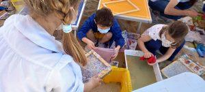 Laboratorio di Carta Riciclata nel progetto InSabbiaMenti con la Scuola Spataro